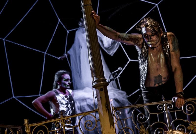 Kulturtransfair: Besuch der Uraufführung von hasstig::in die neuen zeiten